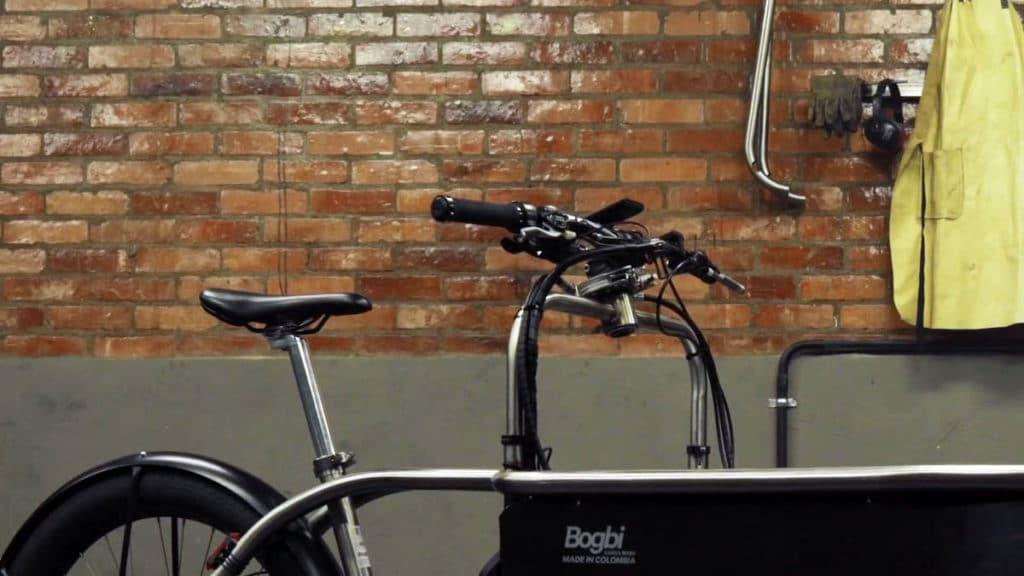 Handlebar bridge on the e-cargo bike Bogb retracted