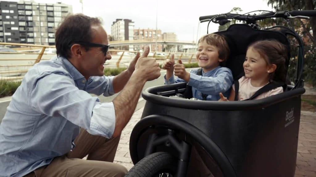 Two children in the child seat of the e-bike Bogbi