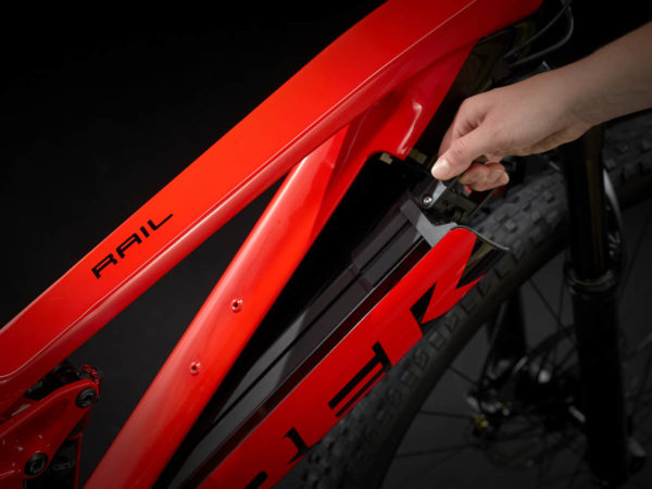Laterally from the down tube removable battery on Trek Rail 9.5 2021