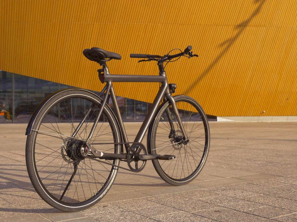 E-bike Equal in side view oblique from behind