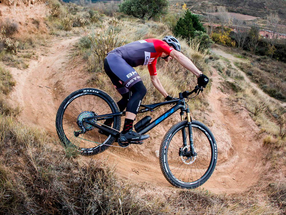 E-bike iLynx Race Carbon from BH Bikes for 2021 in action