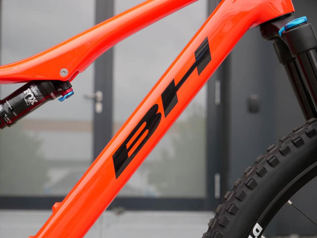 iLynx Race Carbon e-bike from BH Bikes with built-in battery in the down tube