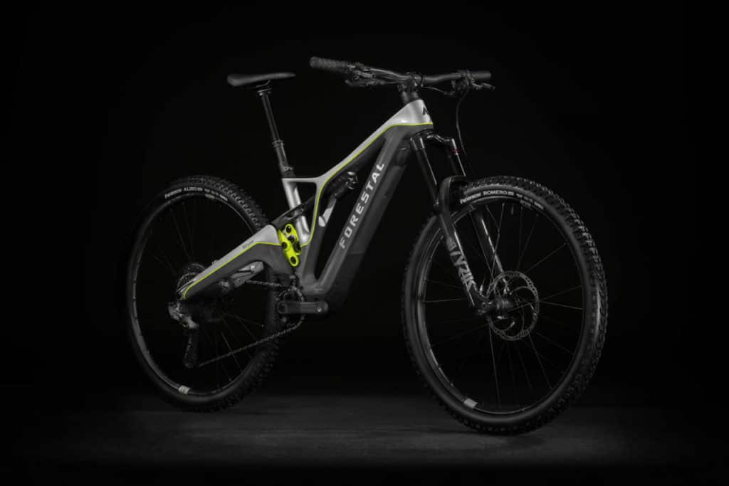 E-bike Forestal Siryon side view from the front