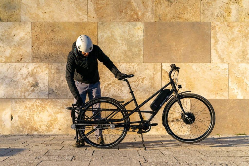 E-cargo bike Convercycle Electric in city bike mode